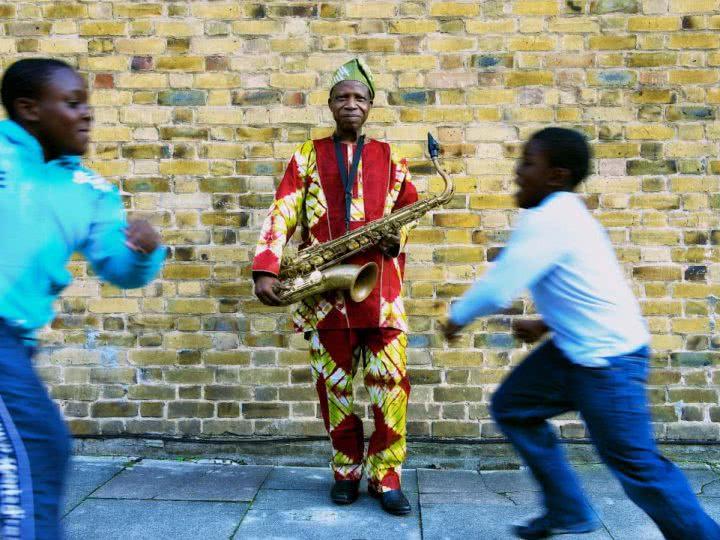 La leyenda del afrobeat Orlando Julius, en la fiesta de presentación del Slap! Festival